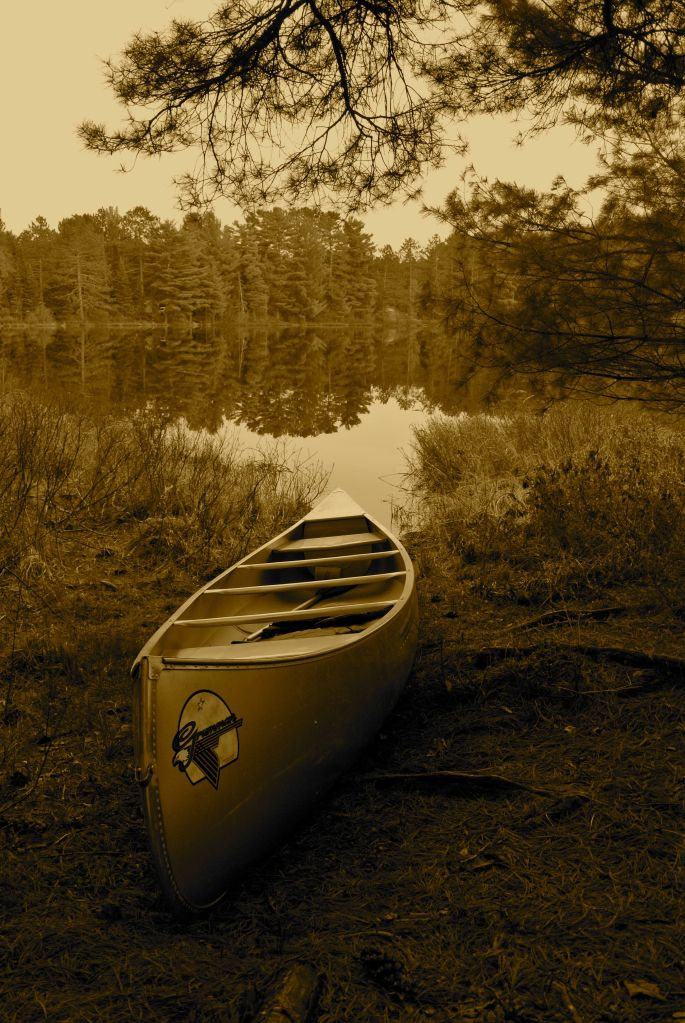 canoe on mew lake